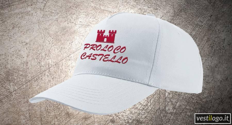 Cappellino bianco con ricamo su fronte