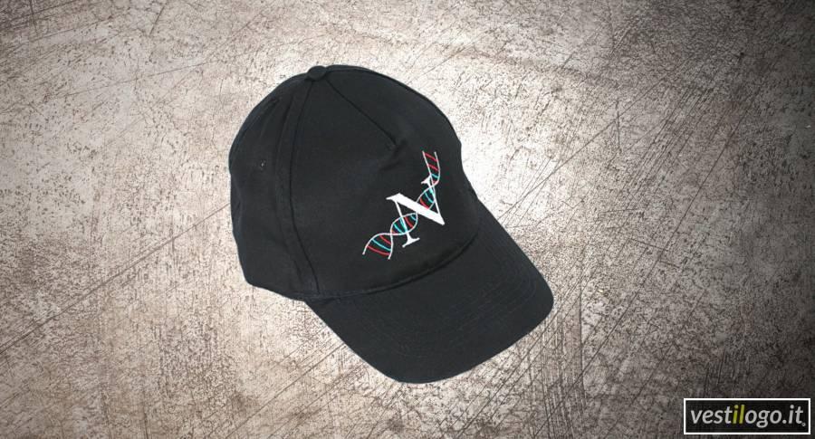 Cappellino con visiera ricamato